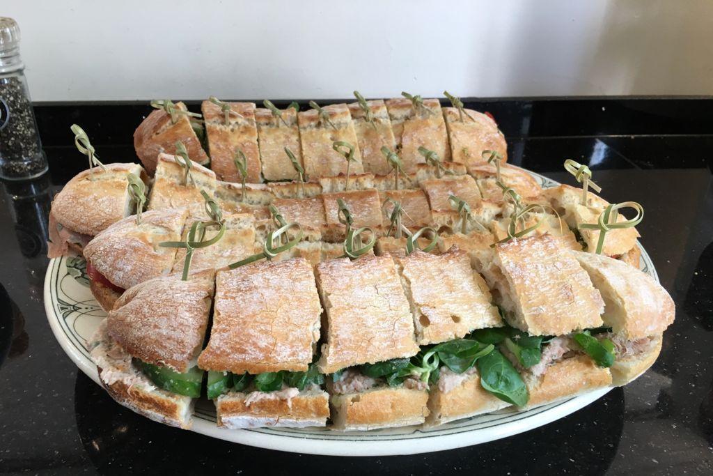 Rustieke ciabatta met huisgemaakte tonijnsalade bij Café Spaarndam